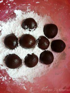 Оформяне на топчета с големината на орехчета